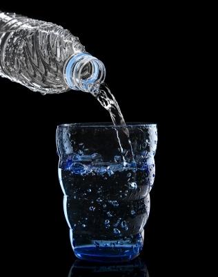 פרכלורט מצוי גם במים. תמונה: khunaspix/freedigitalpuotos.net